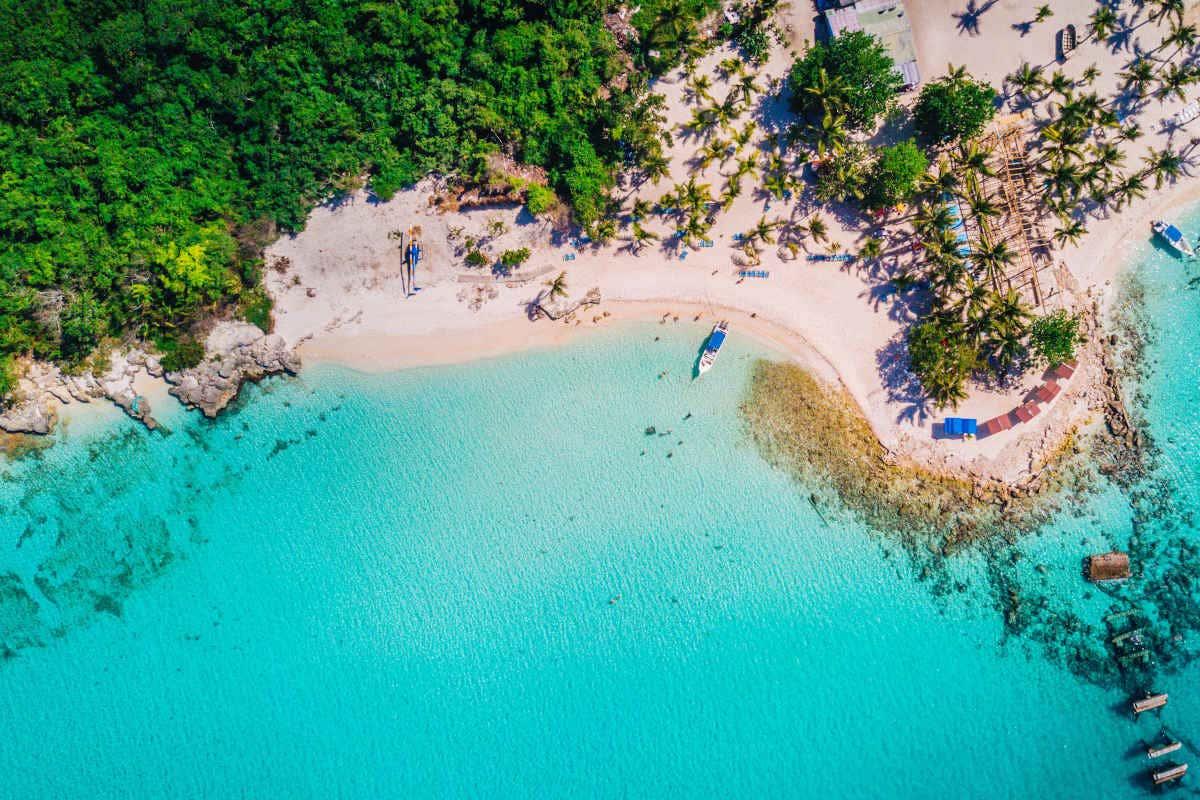 La paradisiaque île Saona vue d'en haut (République dominicaine).