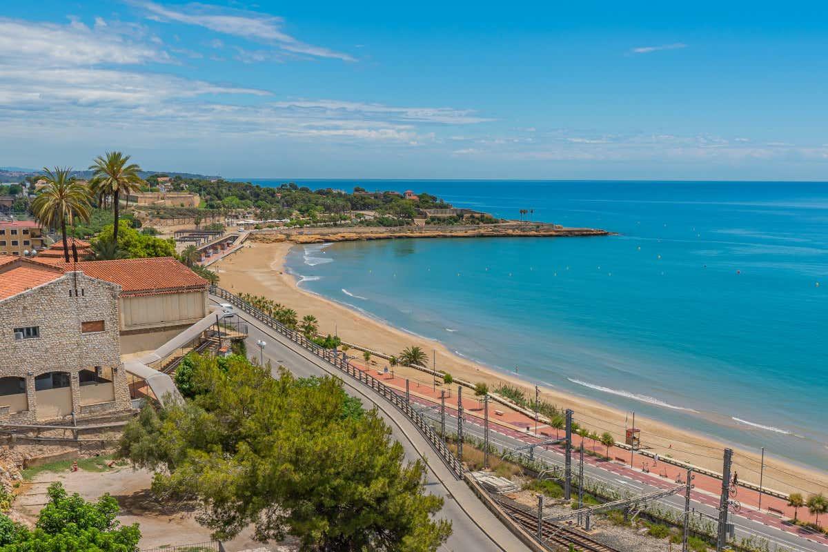 Playa El Miracle, una de las mejores playas de la Costa Dorada.