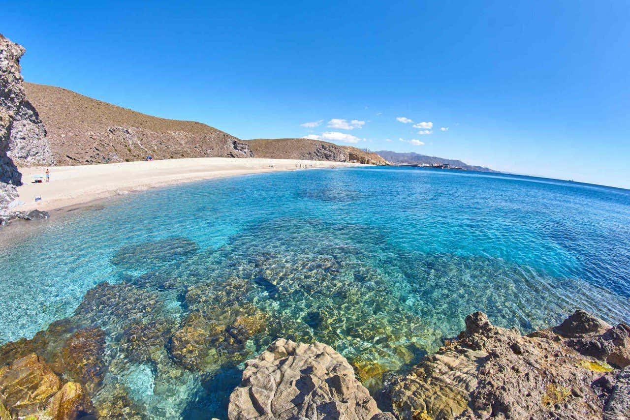 Vista de la famosa playa de los Muertos de Almería
