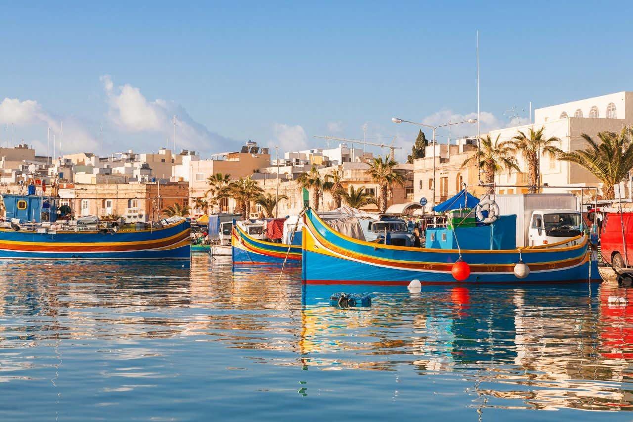 Les barques colorées de la ville pittoresque de Marsaxlokk (Malte).