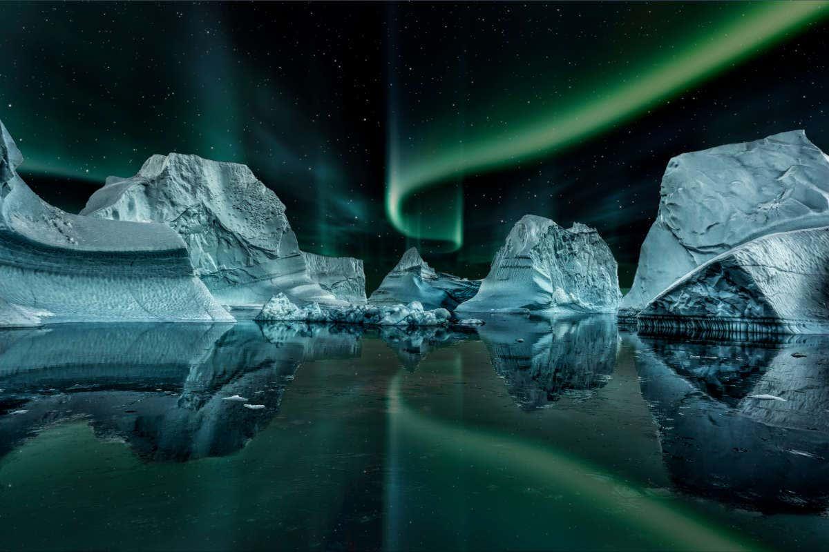 Iglús de Groenlandia bajo la aurora boreal